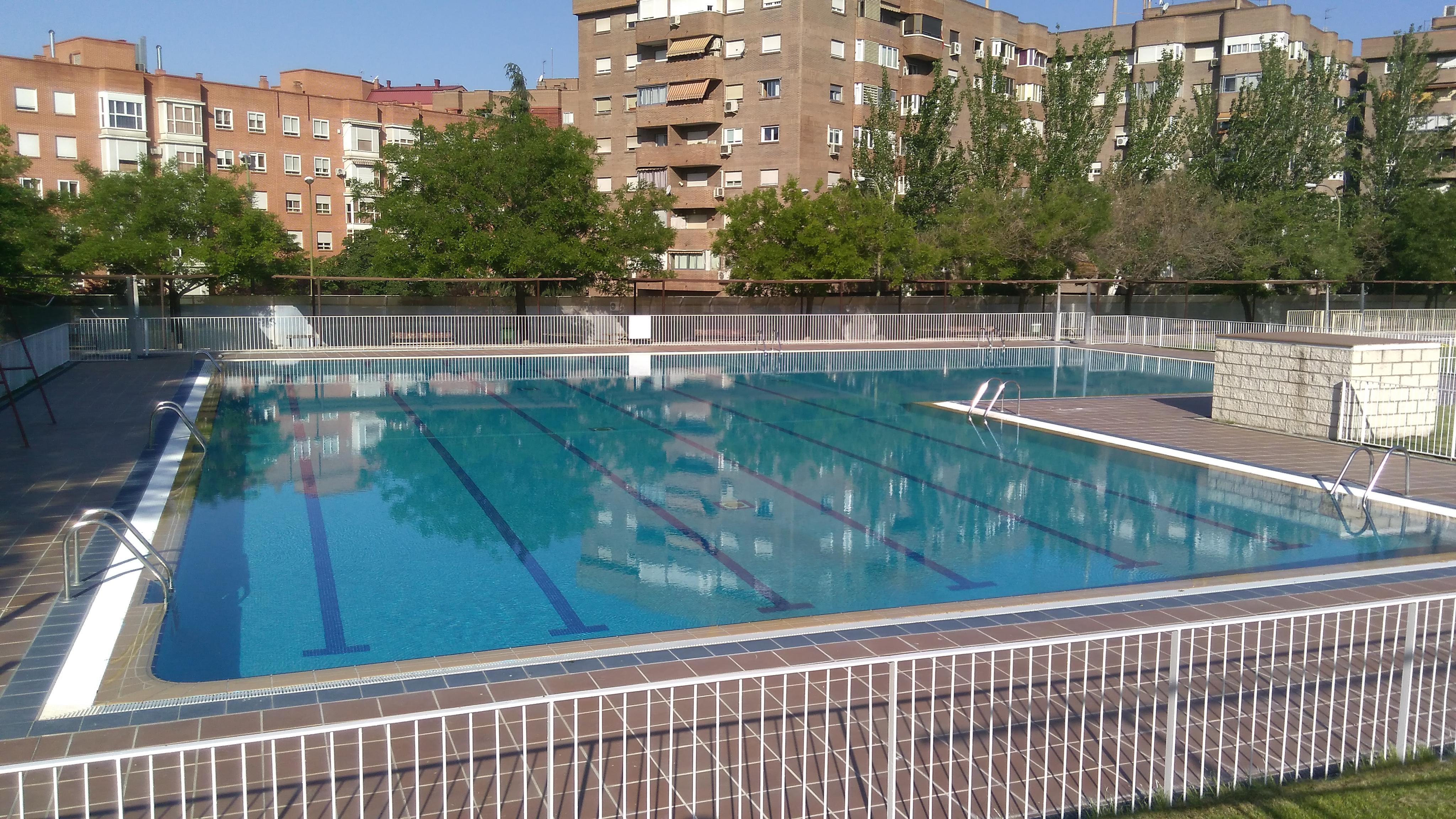 Pe uelas reabre con nuevos servicios y mejores for Precio piscina municipal madrid 2017