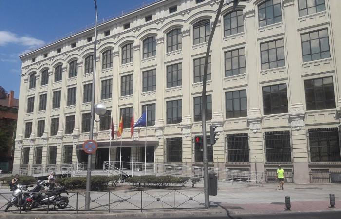 Nueva oficina de la agencia para el empleo en el distrito for Agencia de empleo madrid