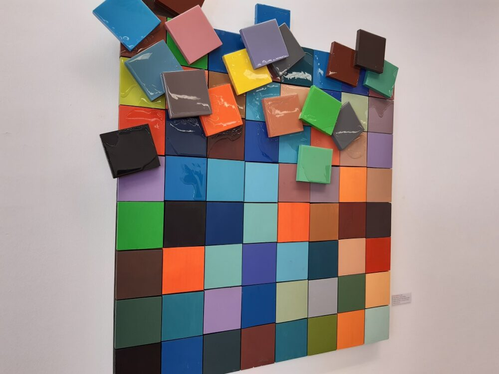 Obra de teselas de cerámica de colores