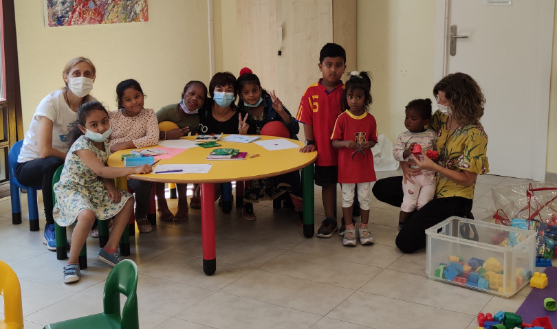 El taller cuenta con ludoteca infantil