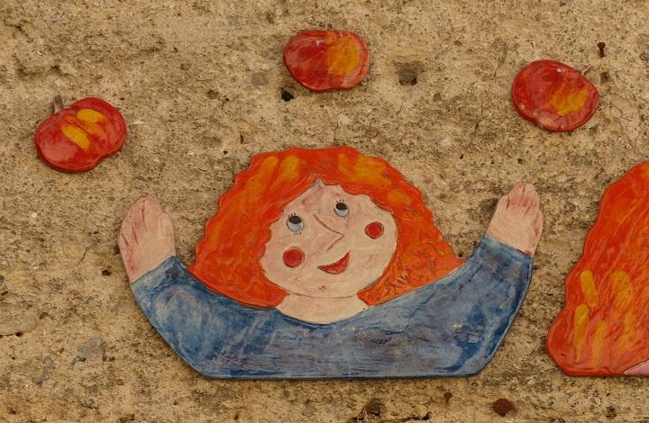 Imagen de archivo dibujo niña jugando a hacer malabares