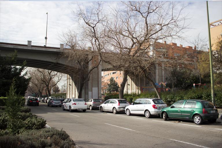 bajos del puente de la Avenida de Daroca a su paso por la Avenida Marqués de Corbera