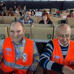 En primer plano, los Voluntarios por Madrid Francisco Javier y José.