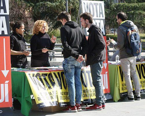 Mesas de colaboradores de la primera votación ciudadana.