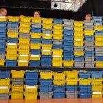 Las cajas de con el voto por correo en el escenario de la Nave de Terneras.