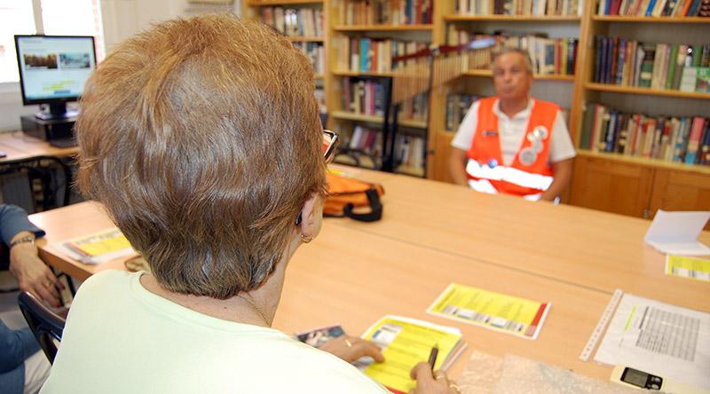 Los Voluntarios por Madrid han estado ayudando a votar los presupuestos participativos en centros de mayores de Madrid.
