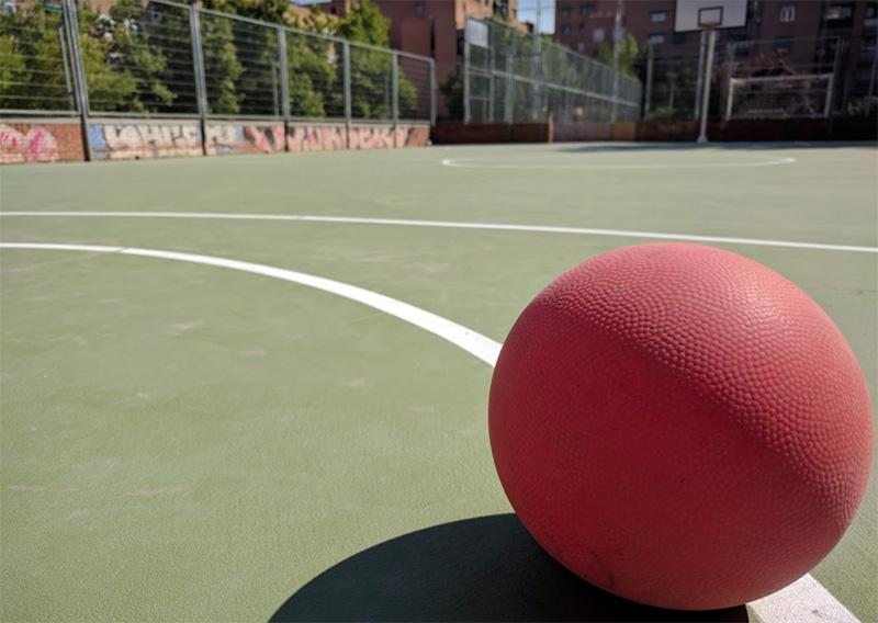 Balón en los espacios deportivos de Saconia.