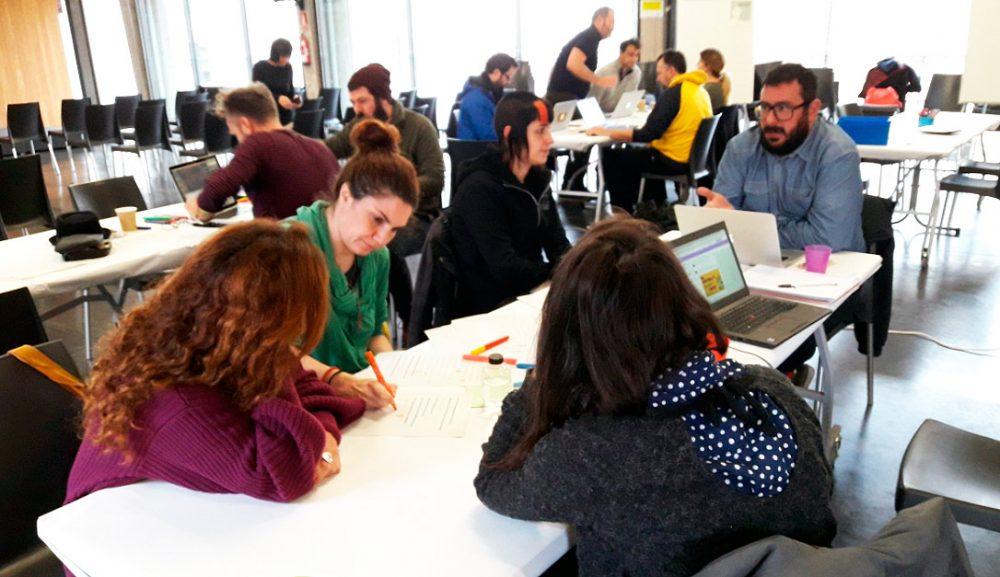 Sesión de Coctell 3 en Medialab Prado para trabajar en los grupos de propuestas similares en diciembre de 2017.