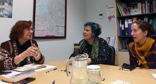 Miembros de Madrid Cría con la directora general de Familia e Infancia del Ayuntamiento, Ana Bañuelos.