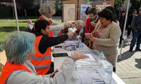 Votación presencial de Decide Madrid en Puente de Vallecas con Voluntarios por Madrid