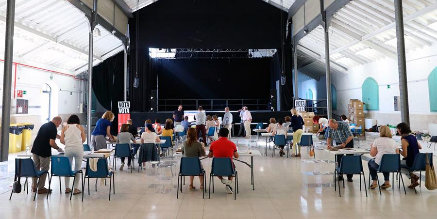 Dispositivo de recuento de votos de presupuestos participativos 2018 en la Nave de Terneras.