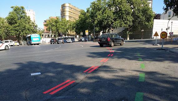 """Líneas rojas dobles que delimitan el área """"Madrid Central""""."""