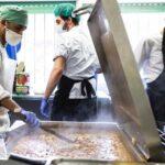 Cocinando en las cocinas solidarias de Latina