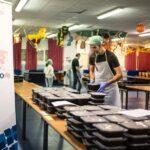 Menús de las cocinas solidarias de Latina listos para reparto