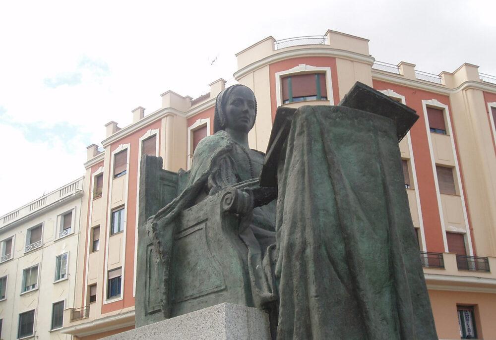 Beatriz Galindo en distrito Latina. Barrio Puerta del Ángel