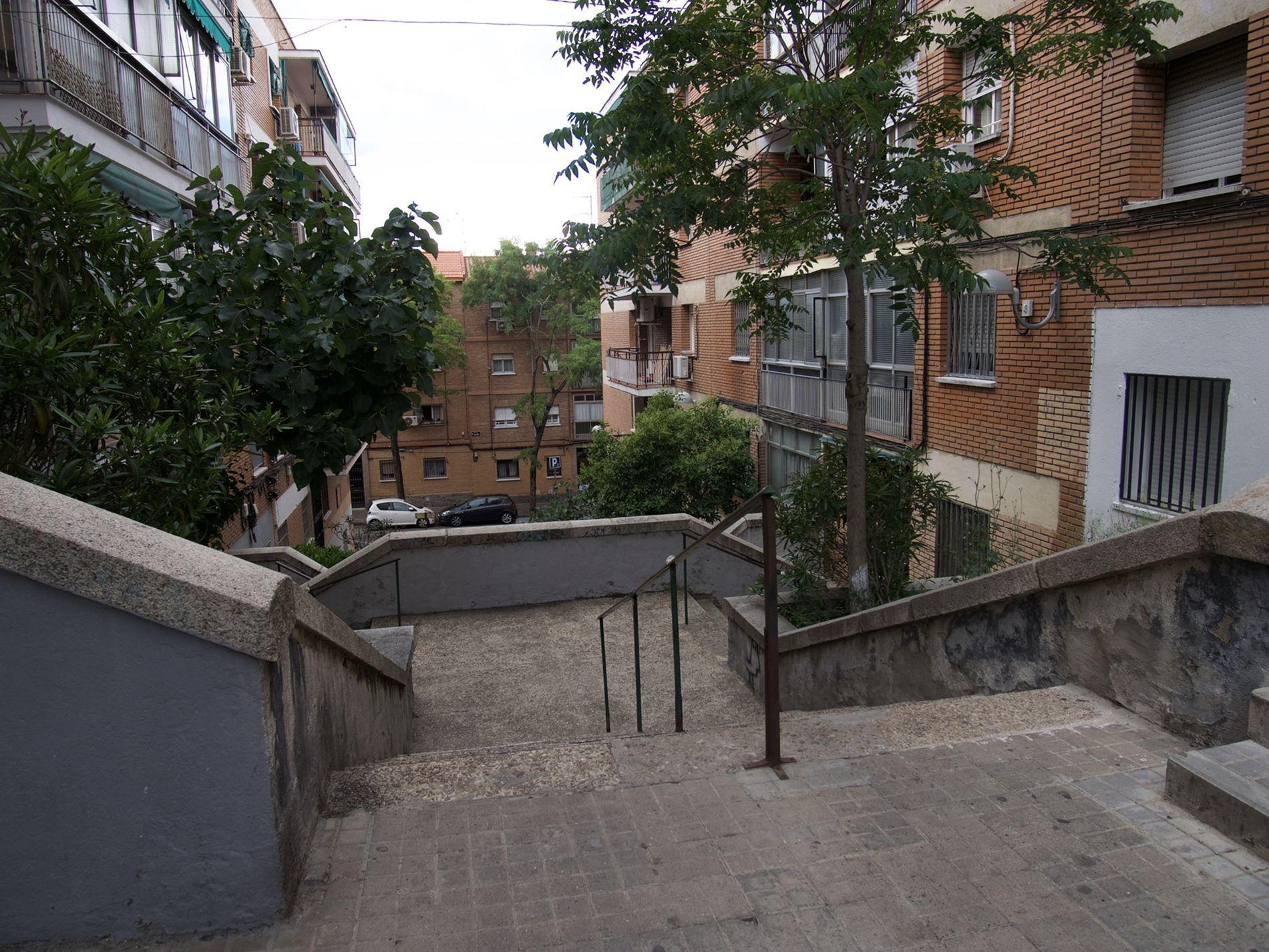 Colonia Cerro Bermejo. Escaleras entre edificios
