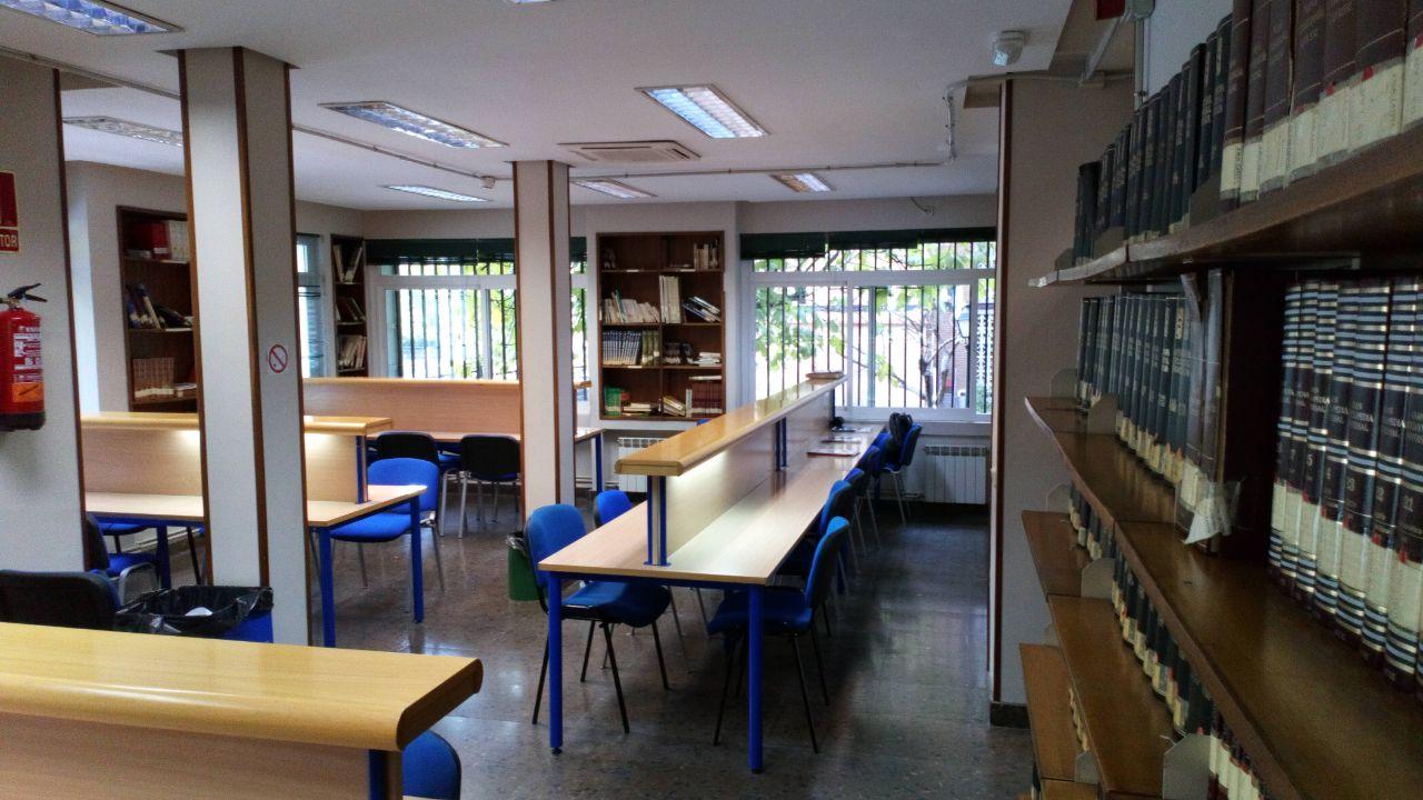 Sala de estudio y lectura en distrito Latina