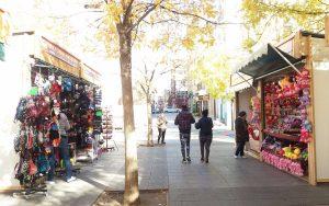 El Mercadillo de Navidad Puente de Vallecas, un lugar para pasear en familia y comprar regalos navideños y artesanía