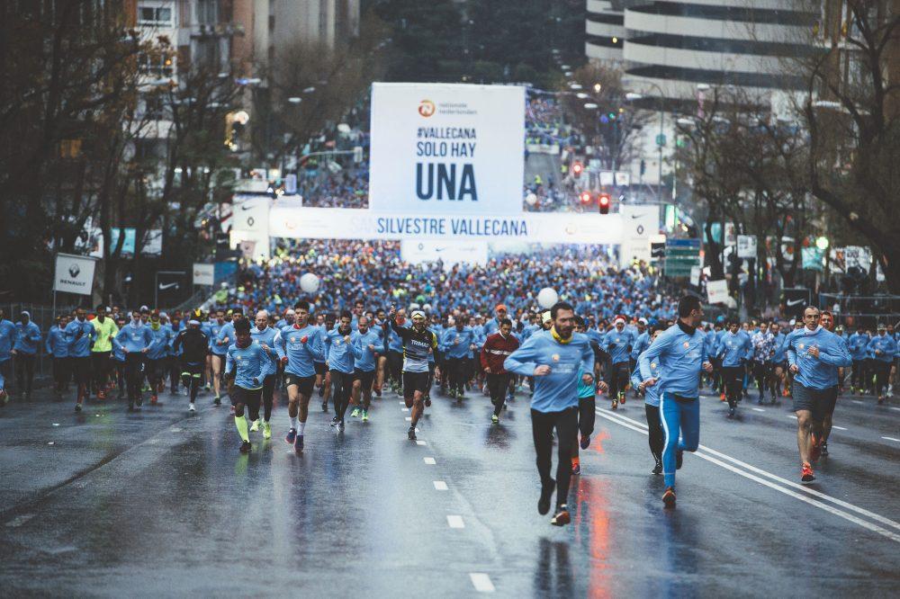 Los corredores inician el camino hacia Vallecas