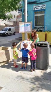 Carteles para educar a los mayores sobre la limpieza de las calles