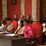 Representantes de la subcomisión de adolescencia esperando hacer sus propuestas