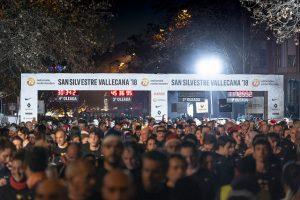 Corredores populares llegan a línea de meta en Vallecas