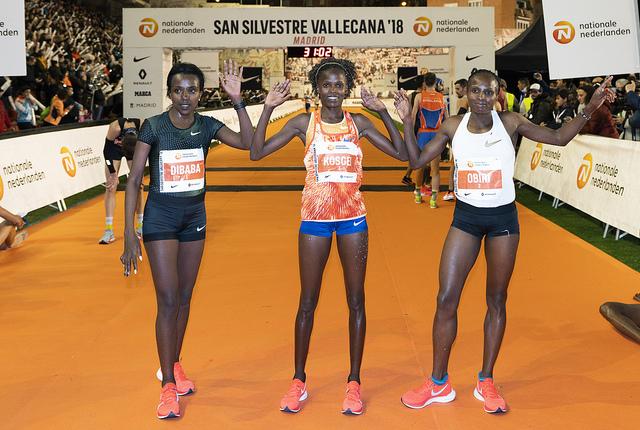 Las mejores corredoras de la elite internacional lograron batir el récord de la carrera