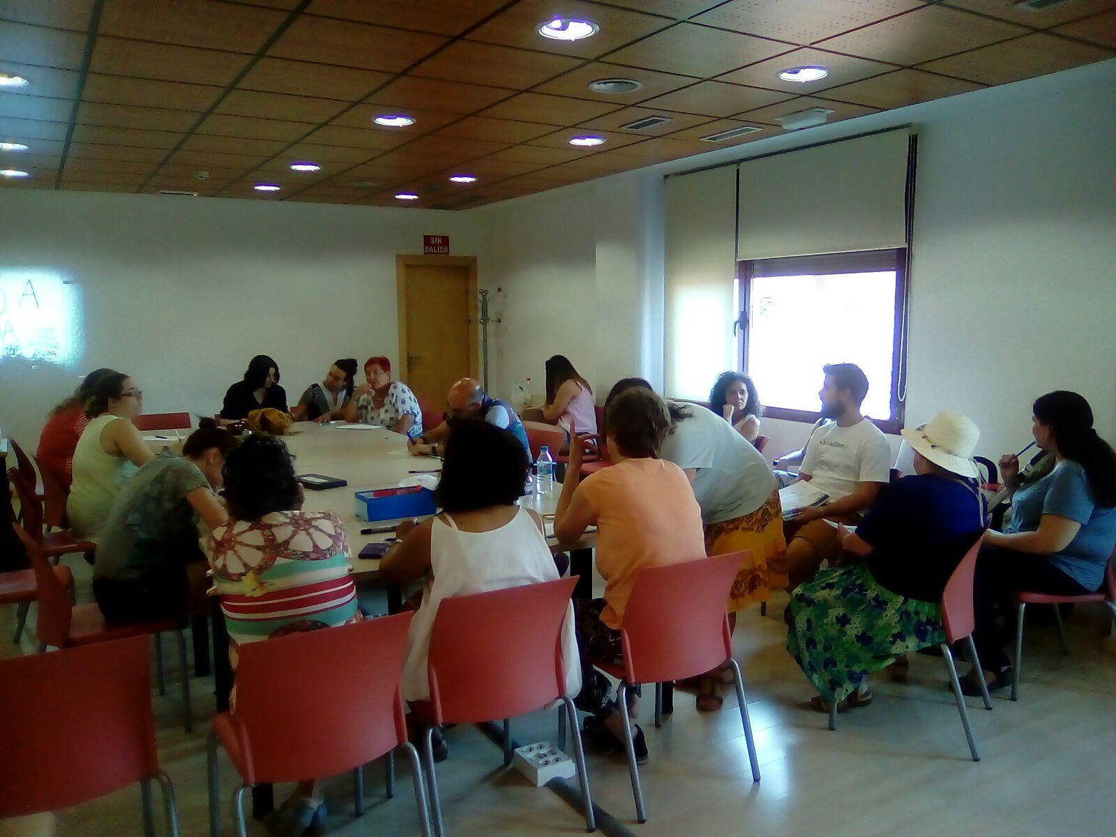 reunión de Acción Poética Vicálvaro en el Centro Social Polivalente