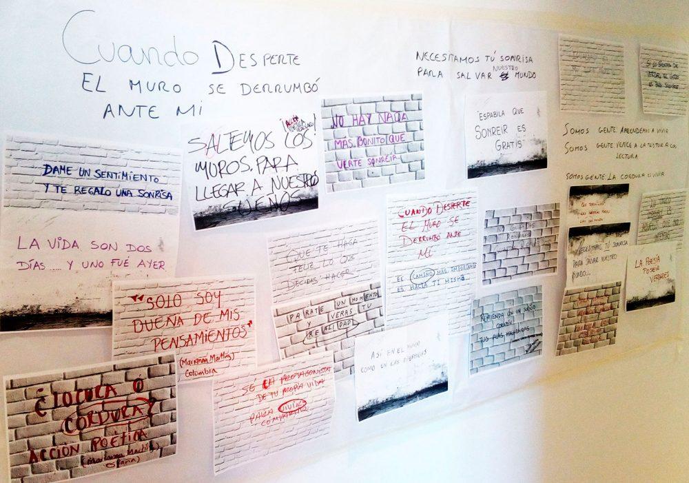 brainstorming de frases poéticas en la pared tras reunión de trabajo