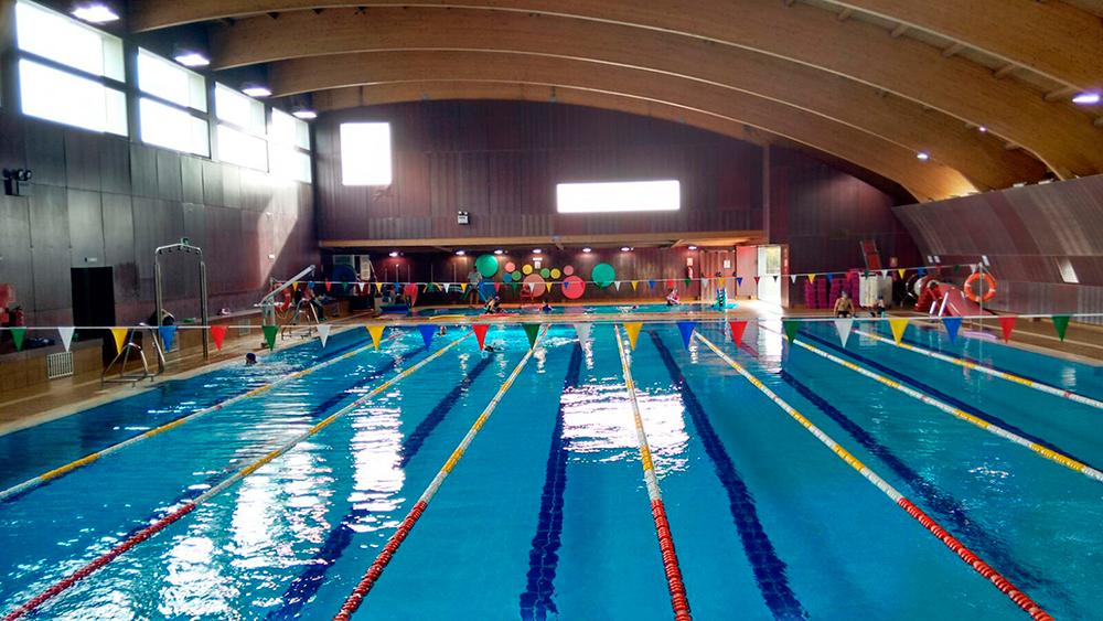 Apertura de las piscinas en el polideportivo de vic lvaro for Piscina municipal vicalvaro