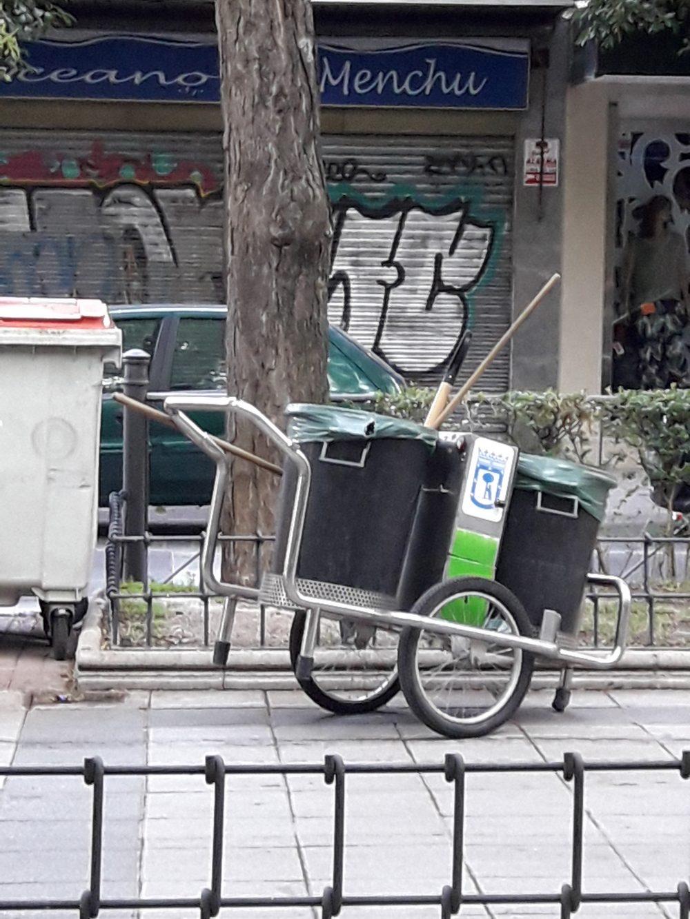 Limpieza en las calles de Villa de Vallecas
