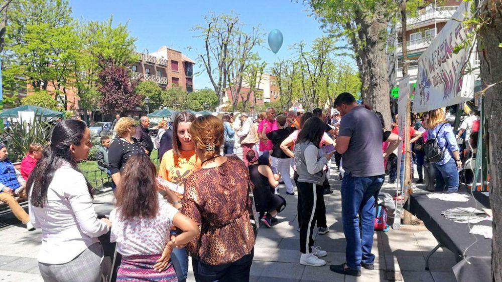 El público participa de forma activa en la I Feria de Asociaciones