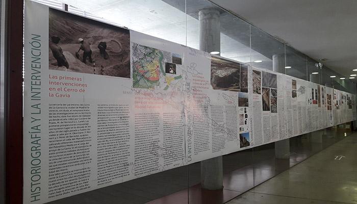Una perspectiva de los paneles que muestran la prospectiva arqueológica realizada en el Cerro de La Gavia