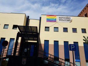 Villa de Vallecas coloca la bandera del Orgullo Vallecano