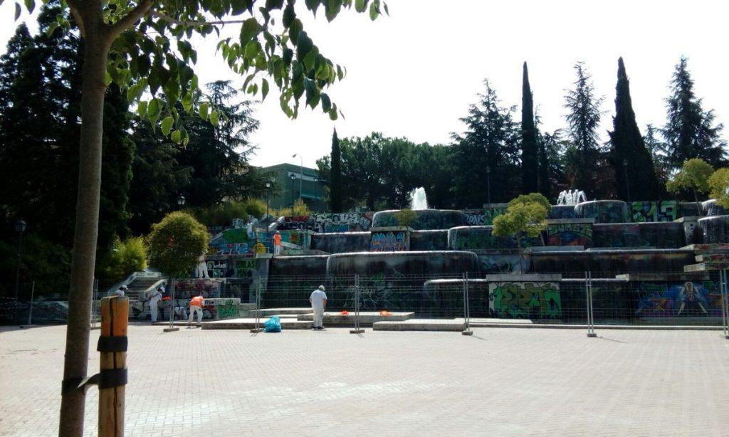 El conjunto de fuentes del Parque de las Cataratas antes del mural elaborado por los alumnos de Vallecas Valora