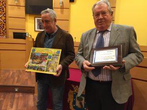 Una placa y un cuadro conmemorativos son un intercambio de recuerdos entre el distrito y el colegio concertado Nueva Castilla