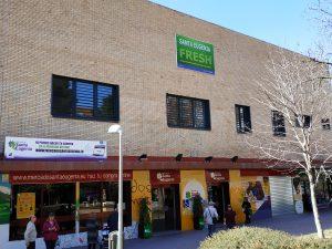 Fachada del Mercado de Santa Eugenia y la escuela de hostelería