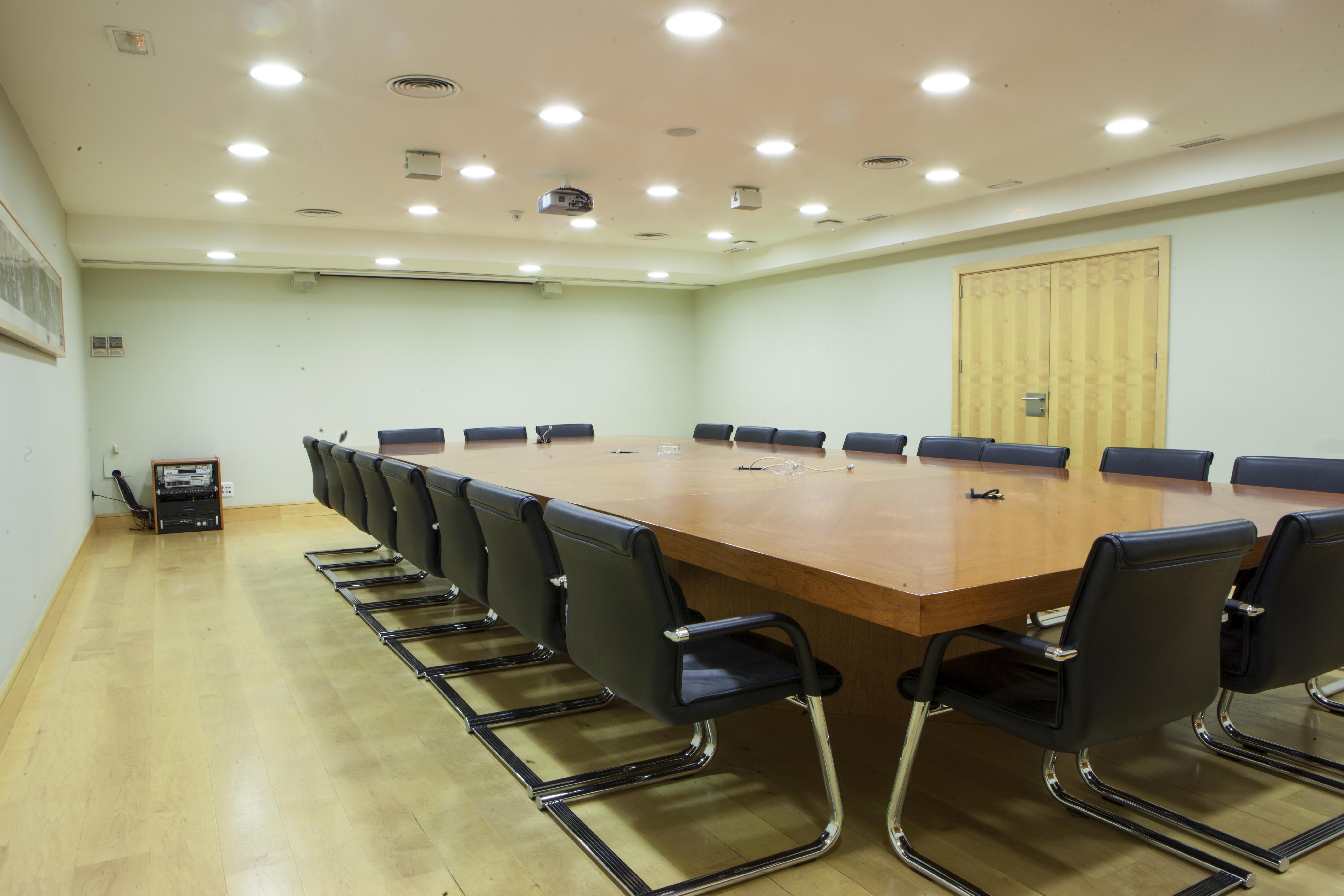 Sala de reuniones en el interior del edificio