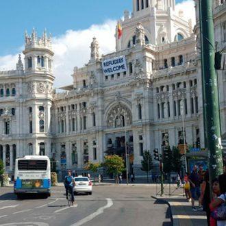 Plaza de Cibeles, con la fachada del Ayuntamiento de Madrid al fondo