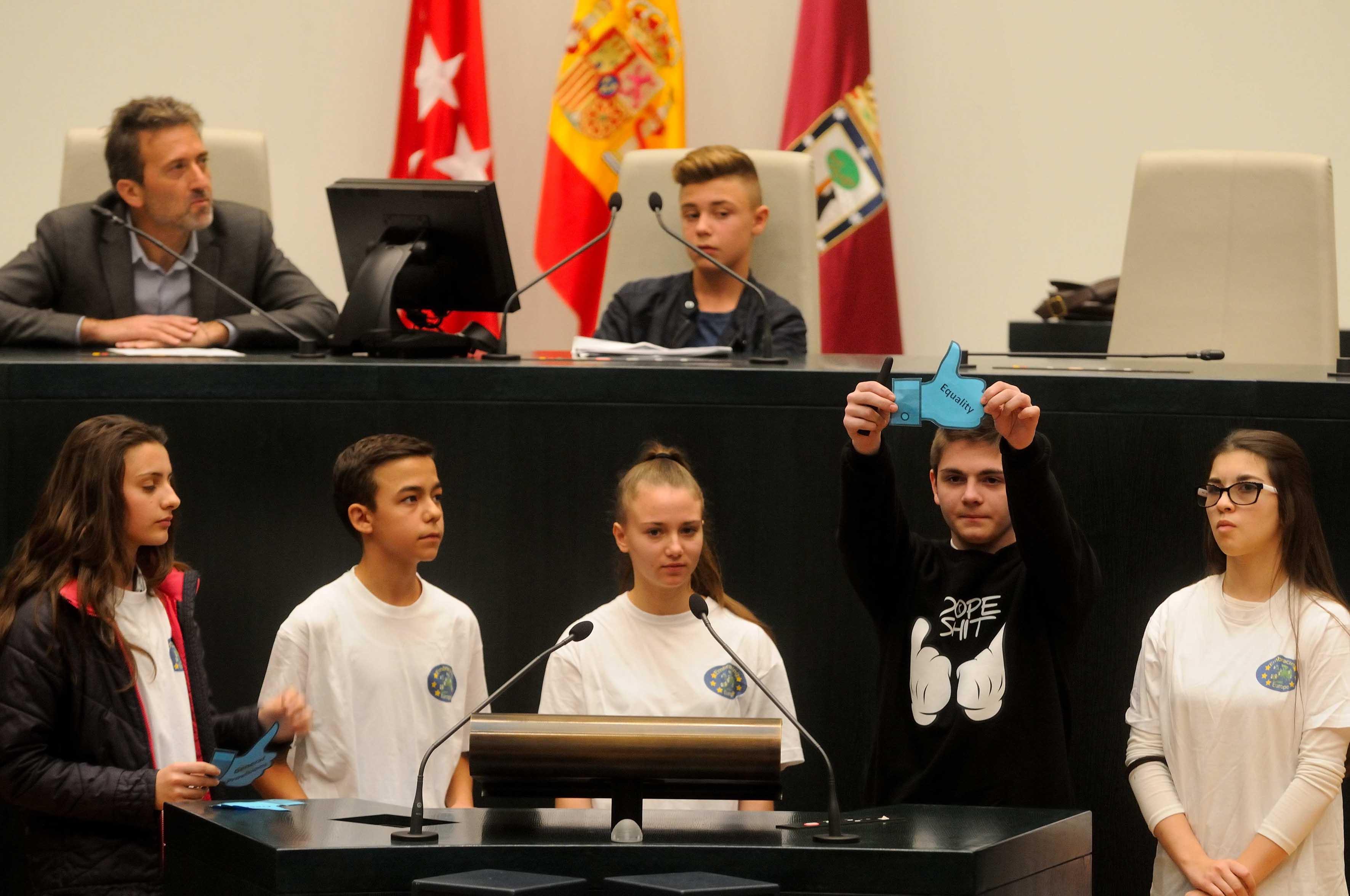 Visita de niños al Pleno