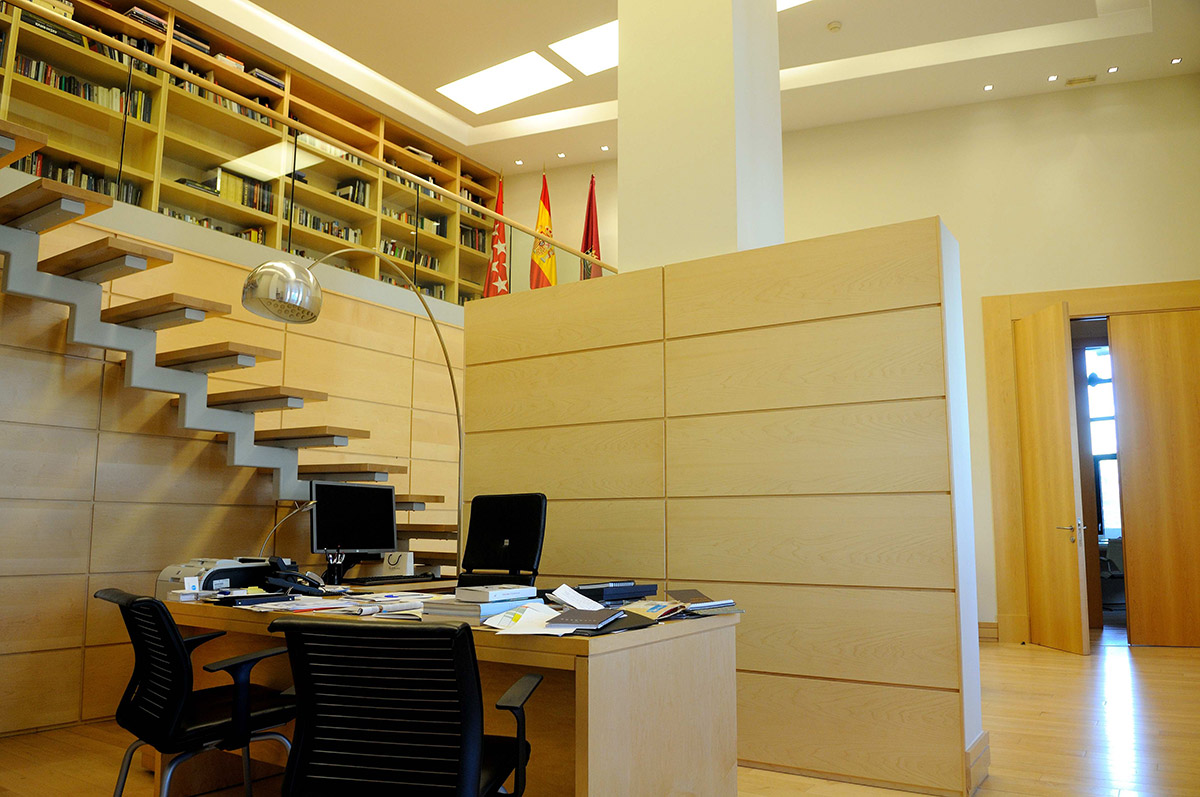 Actual zona de trabajo de Manuela Carmena, situado en la que antes era la sala de estar anexa al despacho de Alcaldía