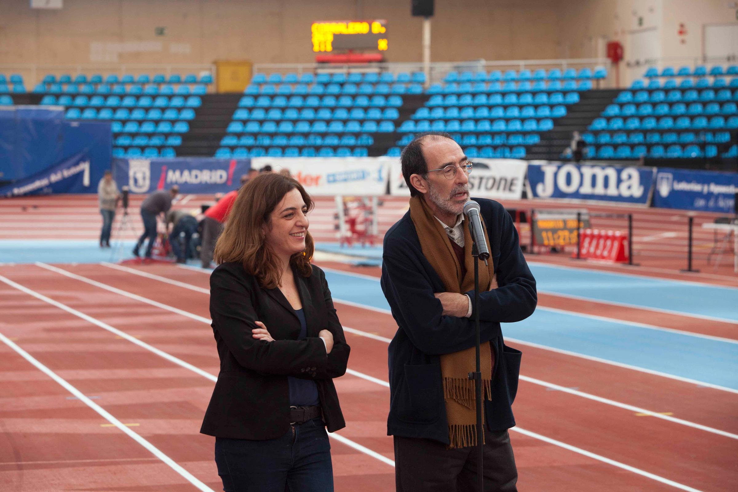 La concejala de Cultura y Deportes, Celia Mayer, y el Director General de Deportes, Francisco Javier Odriozola, visitando la pista de Gallur