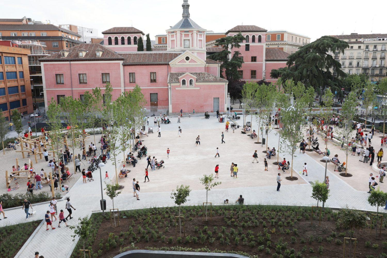 Jueves de estreno en los jardines del arquitecto ribera for Jardines de madrid