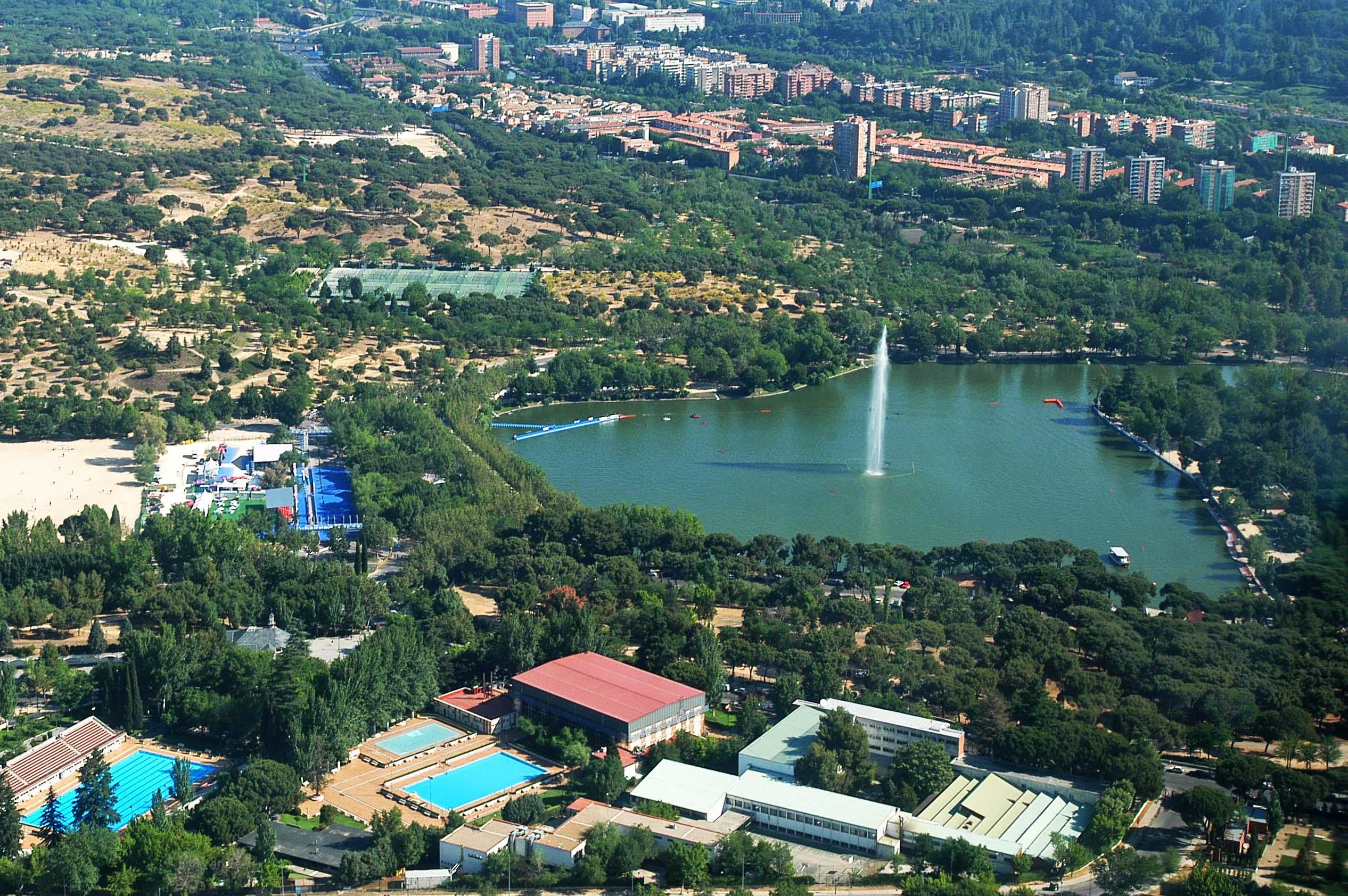 La casa de campo m s protegida diario del ayuntamiento for Piscina de lago madrid