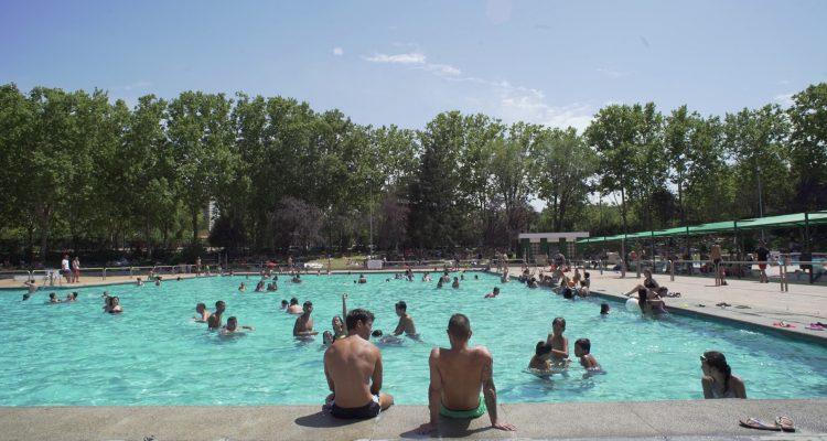 O r electr nica bajo el agua la piscina de san blas se for Piscina el pardo