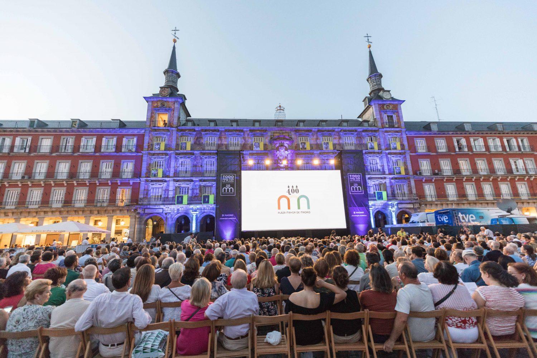 Manon Lescaut de Puccini en la Plaza Mayor desde el Gran Teatro del ...