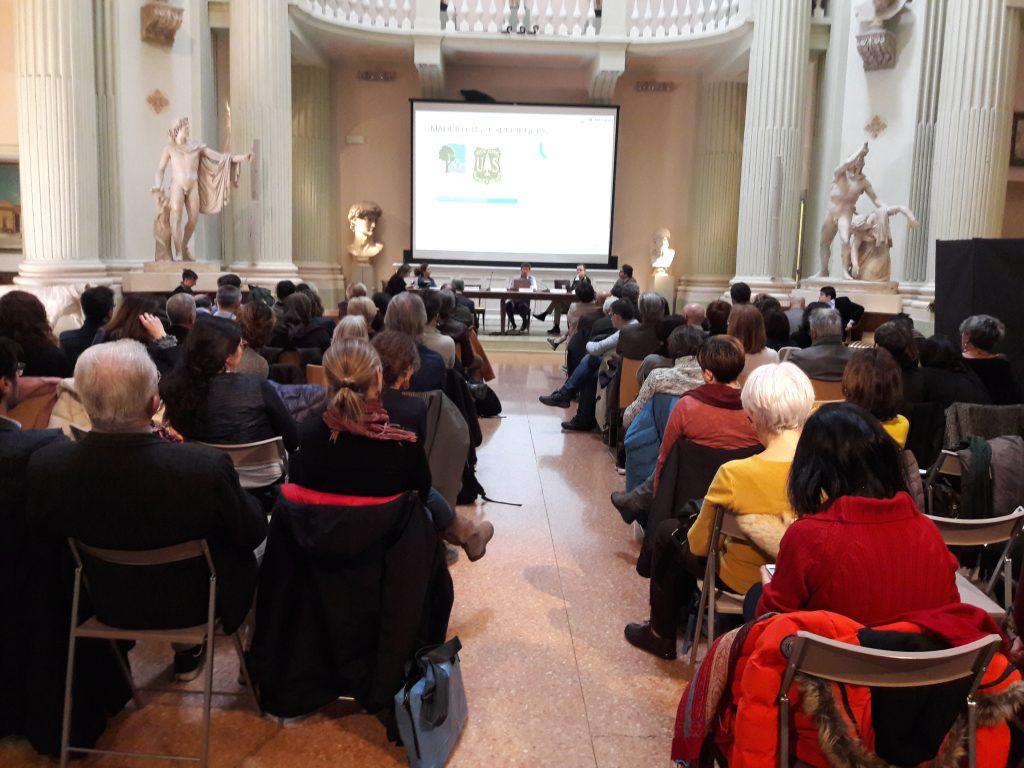 Decenas de personas asistieron a la ponencia en el Aula Magna de la Academia de Bellas Artes de Bolonia