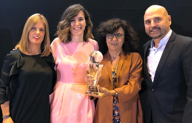 Sofía Miranda recibe el premio junto a la directora general de Deportes del Ayuntamiento de Madrid, Alicia Martínez; el subdirector, Ricardo Navacerrada; y la técnico municipal, Lola Sanz