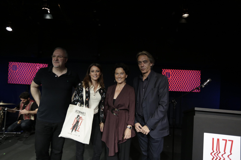 Foto de familia durante la presentación del festival con su directora, Concha Herández; su director artístico, Luis Martín; y el director de Madrid En Vivo, Javier Olmedo