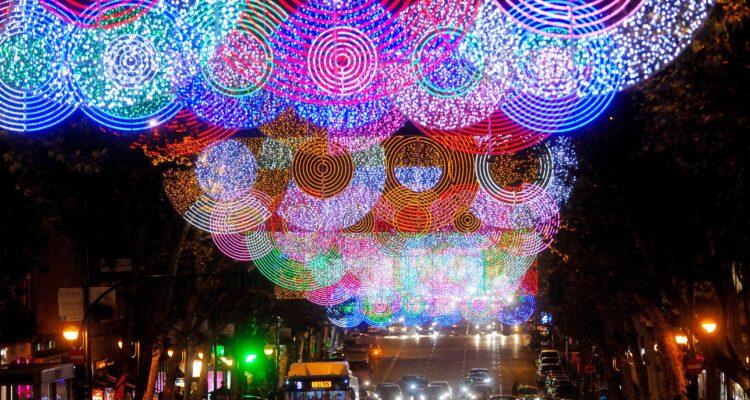 Alumbrado navideño en la ciudad de Madrid. Imágenes de archivo